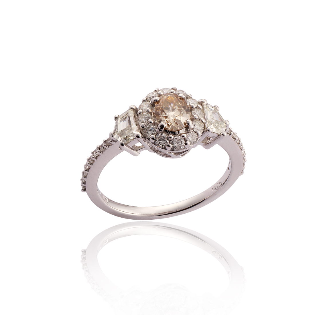 Certified Center Piece Diamond Ring R3205